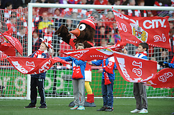 Guard of Honour  - Photo mandatory by-line: Dougie Allward/JMP - Mobile: 07966 386802 - 25/01/2015 - SPORT - Football - Bristol - Ashton Gate - Bristol City v West Ham United - FA Cup Fourth Round