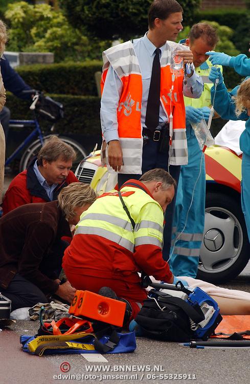 Ongeval Ceintuurbaan - Nieuw Bussummerweg Huizen, fietser onder vrachtwagen, trauma arts, infuus