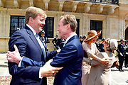 Staatsbezoek aan Luxemburg dag 3 / State visit to Luxembourg day 3<br /> <br /> Op de foto / On the photo: Afscheidsceremonieel bij het Palais Grand-Ducal met Koning Willem Alexander en koningin Maxima met Groothertog Henri en Groothertogin Maria Teresa / farewell ceremony at the Palais Grand-Ducal with King Willem Alexander and Queen Maxima with Grand Duke Henri and Grand Duchess Maria Teresa