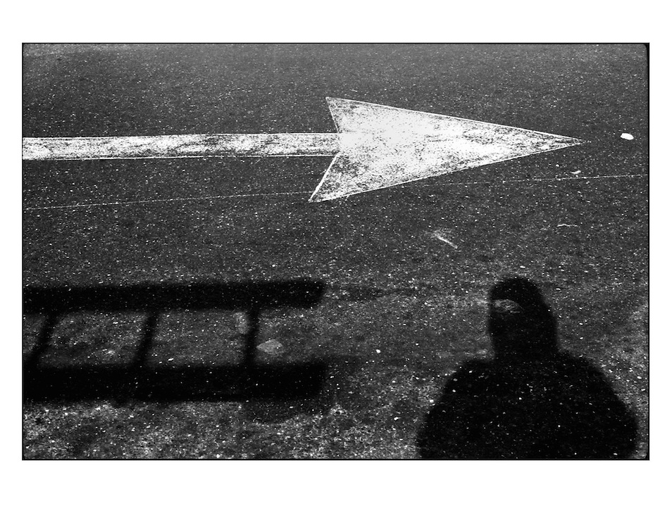 """Autor de la Obra: Aaron Sosa<br /> Título: """"Serie: Autorretratos / Selfportraits""""<br /> Lugar: Caracas - Venezuela <br /> Año de Creación: 2000<br /> Técnica: Captura digital en RAW impresa en papel 100% algodón Ilford Galeríe Prestige Silk 310gsm<br /> Medidas de la fotografía: 33,3 x 22,3 cms<br /> Medidas del soporte: 45 x 35 cms<br /> Observaciones: Cada obra esta debidamente firmada e identificada con """"grafito – material libre de acidez"""" en la parte posterior. Tanto en la fotografía como en el soporte. La fotografía se fijó al cartón con esquineros libres de ácido para así evitar usar algún pegamento contaminante.<br /> <br /> Precio: Consultar<br /> Envios a nivel nacional  e internacional."""