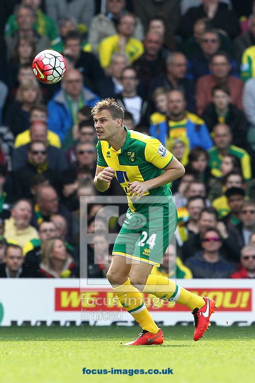 Ryan Bennett of Norwich in action during the Barclays Premier League match at Carrow Road, Norwich<br /> Picture by Paul Chesterton/Focus Images Ltd +44 7904 640267<br /> 02/04/2016