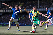 Matt Jarvis (Norwich City) goes to cross the ball as Darron Gibson (Everton) tries to get a block in during the Barclays Premier League match between Everton and Norwich City at Goodison Park, Liverpool, England on 15 May 2016. Photo by Mark P Doherty.