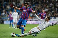 Real Madrid´s Sergio Ramos (R) and Levante´s Navarro during La Liga match at Santiago Bernabeu stadium in Madrid, Spain. March 15, 2015. (ALTERPHOTOS/Victor Blanco)