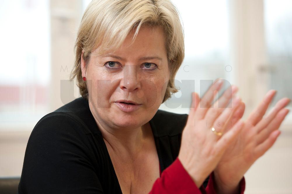 04 NOV 2010, BERLIN/GERMANY:<br /> Gesine Loetzsch, Die Linke, Parteivorsitzende, waehrend einem Interview, in Ihrem Buero, Karl-Liebknecht-Haus<br /> IMAGE: 20101104-01-035<br /> KEYWORDS: Gesine Lötzsch