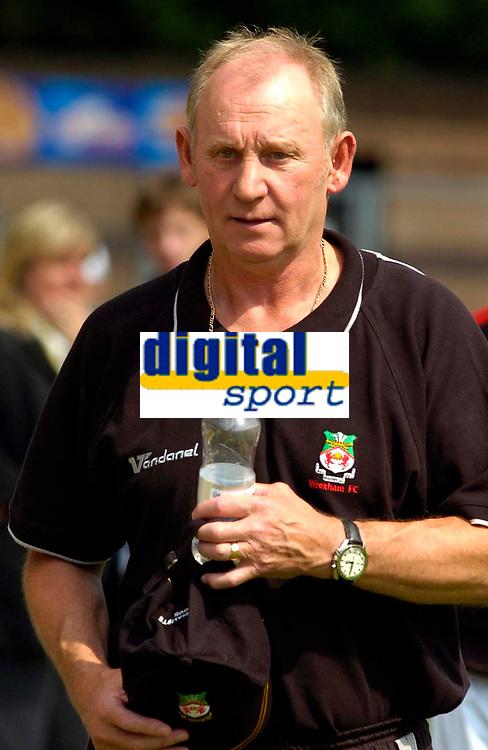 Photo: Alan Crowhurst.<br />Wycombe Wanderers v Wrexham. Coca Cola League 2.<br />05/08/2006. Wrexham manager Denis Smith.