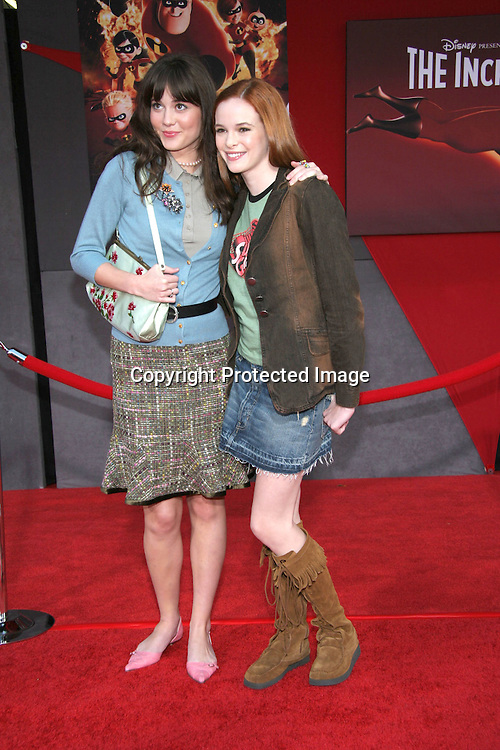 Mary Elizabeth Winstead &amp; Danielle Panabaker<br />