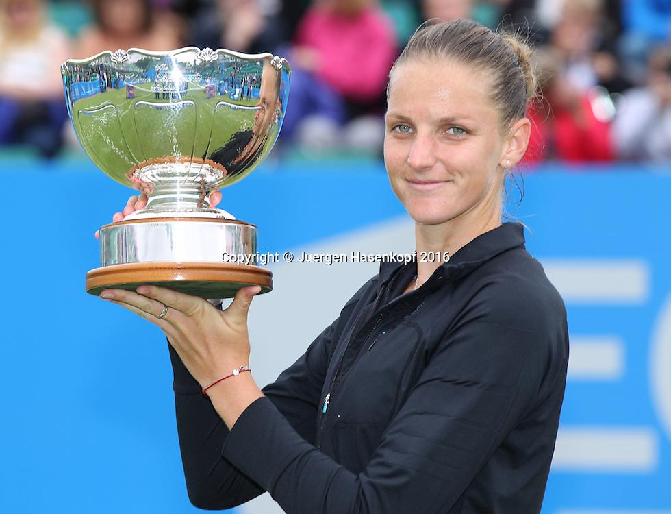 Siegerin Karolina Pliskova mit Pokal, AEGON Open Nottingham 2016<br /> <br />  - AEGON Open Nottingham -  WTA -  Nottingham Tennis Centre - Nottingham - Nottinghamshire - Great Britain  - 12 June 2016.