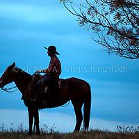 Gaucho nos campos de Bage, Rio Grande do Sul, Brasil, 10/07/2002 foto de Ze Paiva/Vista Imagens