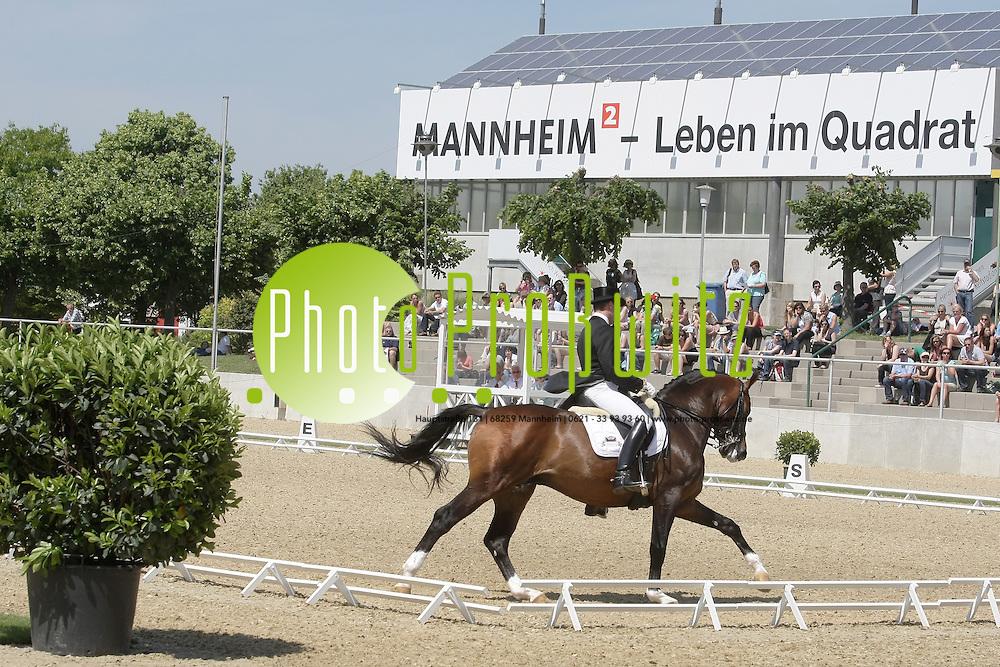 Mannheim. Maimarkt 2011. Feature. Maimart Reit Turnier.<br /> <br /> Bild: Markus Proflwitz / masterpress /