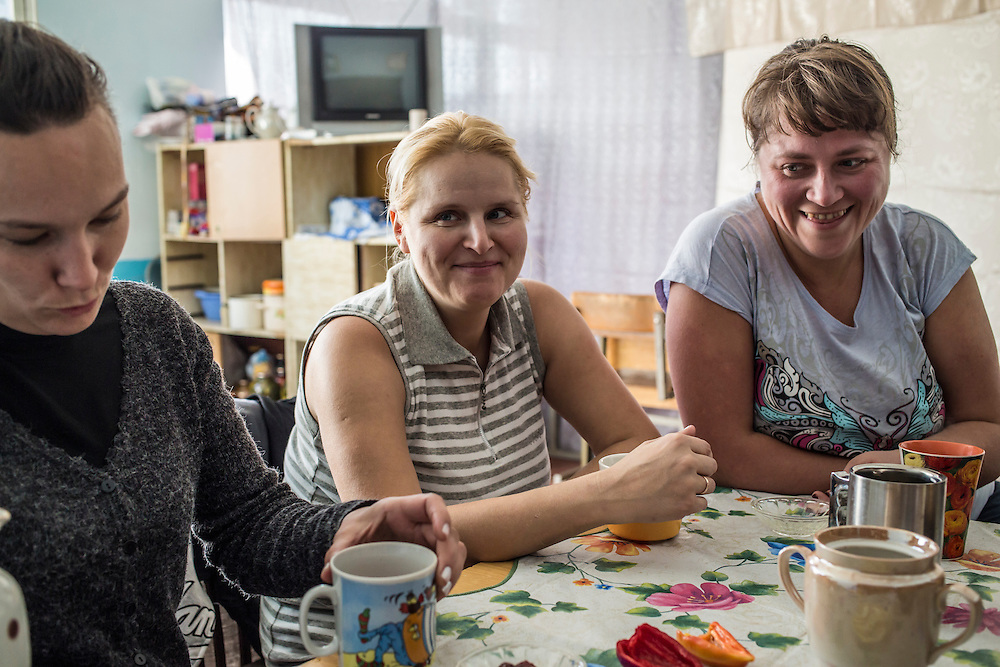 DNIPRODZERZHINSK, UKRAINE - OCTOBER 11: Larysa, Lena, and Maryna (L-R) gather for tea in a makeshift kitchen at the sports school where they live with about 60 other displaced people from Eastern Ukraine on October 11, 2014 in Dniprodzerzhinsk, Ukraine. The United Nations has registered more than 360,000 people who have been forced to leave their homes due to fighting in the East, though the true number is believed to be much higher.(Photo by Brendan Hoffman/Getty Images) *** Local Caption ***
