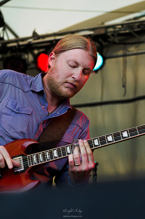Derek Trucks performing with Susan Tedeschi at the 2012 Appel Farm Arts & Music Festival.