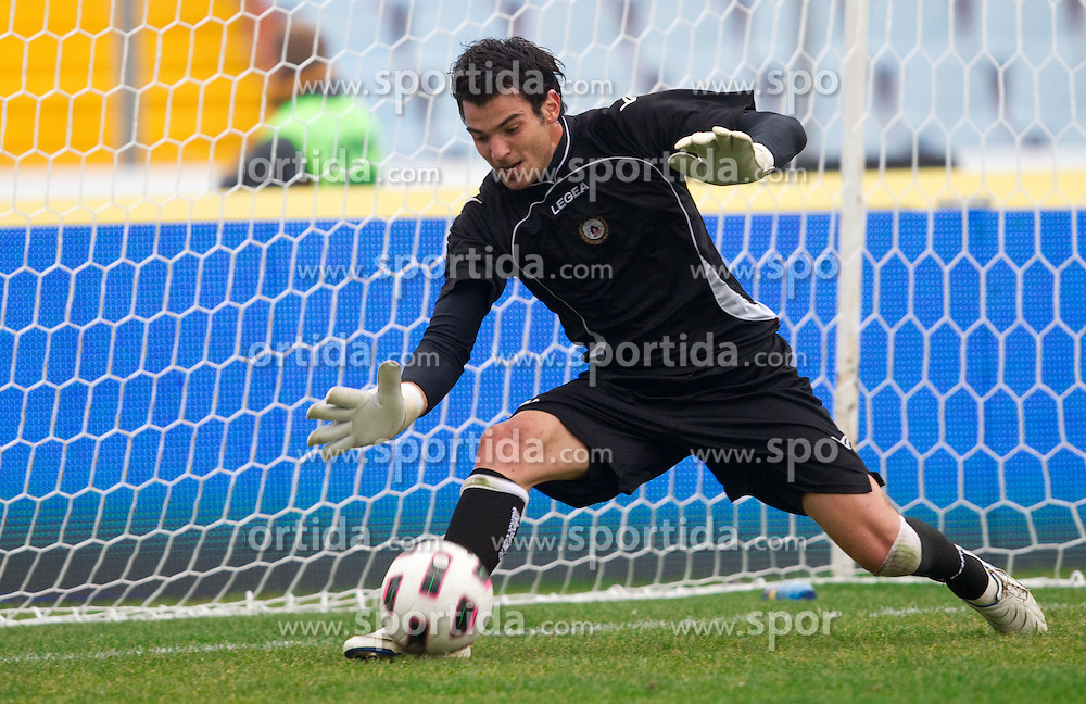 Jan Koprivec of Udinese at warming up prior to the football match between Udinese Calcio and Palermo in 8th Round of Italian Seria A league, on October 24, 2010 at Stadium Friuli, Udine, Italy.  Udinese defeated Palermo 2 - 1. (Photo By Vid Ponikvar / Sportida.com)
