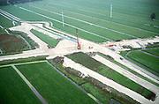 Nederland, polder Tiendsweg (ten N van Hardinxveld - Giessendam), 17-10-2001; aanleg Betuweroute (het zandlichaam loopt vlnr), lokale weg (diagonaal) tijdelijk omgelegd, aanleg viaduct over toekomstig spoor; zand voor viaduct moet inklinken .landschap infrastructuur<br /> luchtfoto (toeslag), aerial photo (additional fee)<br /> photo/foto Siebe Swart