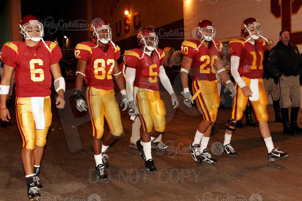 5 November 2005: Teammates in the tunnel during halftime, #6 Mark Sanchez, #82 Chris McFoy, #5 Reggie Bush, #20 Darnell Bing and #11 Matt Leinart during the USC Trojans 51-21 win over the Stanford Cardinal at the Los Angeles Coliseum, CA.  Pac-10 College football USC's 31 consecutive win.