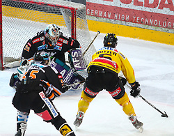 23.03.2010, Albert Schultz Halle, Wien, AUT, EBEL, Vienna Capitals vs Black Wings Linz, im Bild Rafael Rotter, Vienna Capitals vor dem Tor von Alex Westlund, EHC LIWEST Black Wings Linz und wird von Robert Lukas, EHC LIWEST Black Wings Linz verfolgt, EXPA Pictures © 2010, PhotoCredit: EXPA/ T. Haumer / SPORTIDA PHOTO AGENCY