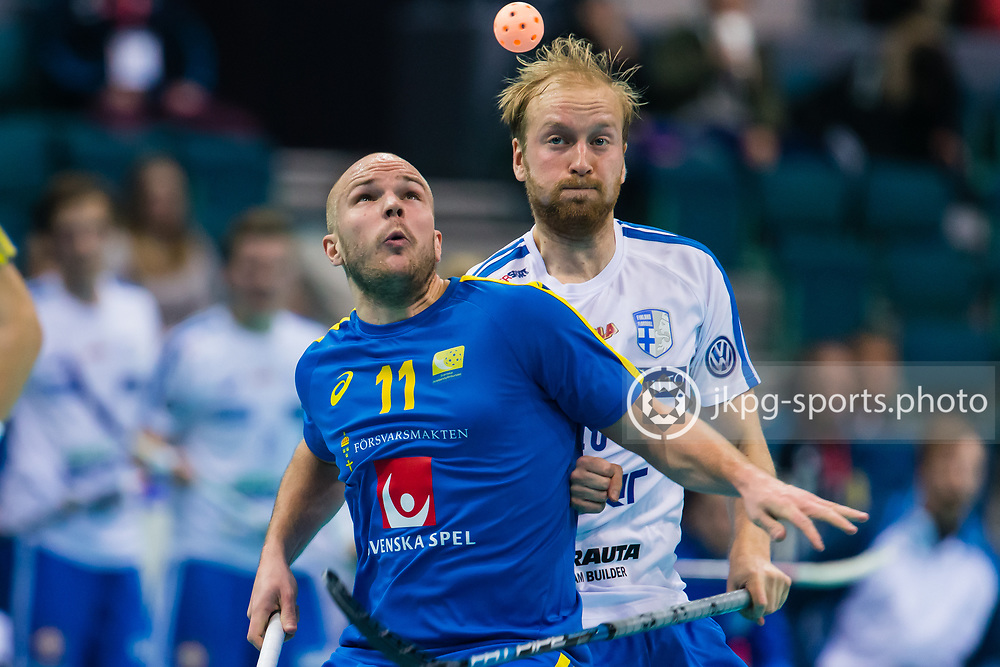 141209 Innebandy, VM,  Finland - Sverige<br /> Floorball World Cup, Finland - Sweden<br /> Martin Ostholm, (SWE) and Lauri Kapanen, (FIN) are both focused on the ball.<br /> Martin Ostholm, (SWE) och Lauri Kapanen, (FIN) fokuserar b&aring;da p&aring; bollen.<br /> Endast f&ouml;r redaktionellt bruk.<br /> Editorial use only.<br /> &copy; Daniel Malmberg/All Over Press