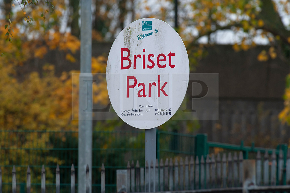 © Licensed to London News Pictures. 16/11/2018. Orpington, UK.Briset Park is closed by police. A police cordon is in place with police standing guard after a 17 year old boy was stabbed multiple times in an attack last night in Eltham. Police were called at 10.25pm.The teenager remains critical but stable.Photo credit: Grant Falvey/LNP