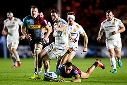 Alex Cuthbert of Exeter Chiefs kicks the ball away from Joe Marchant of Harlequins - Mandatory by-line: Robbie Stephenson/JMP - 30/11/2018 - RUGBY - Twickenham Stoop - London, England - Harlequins v Exeter Chiefs - Gallagher Premiership Rugby