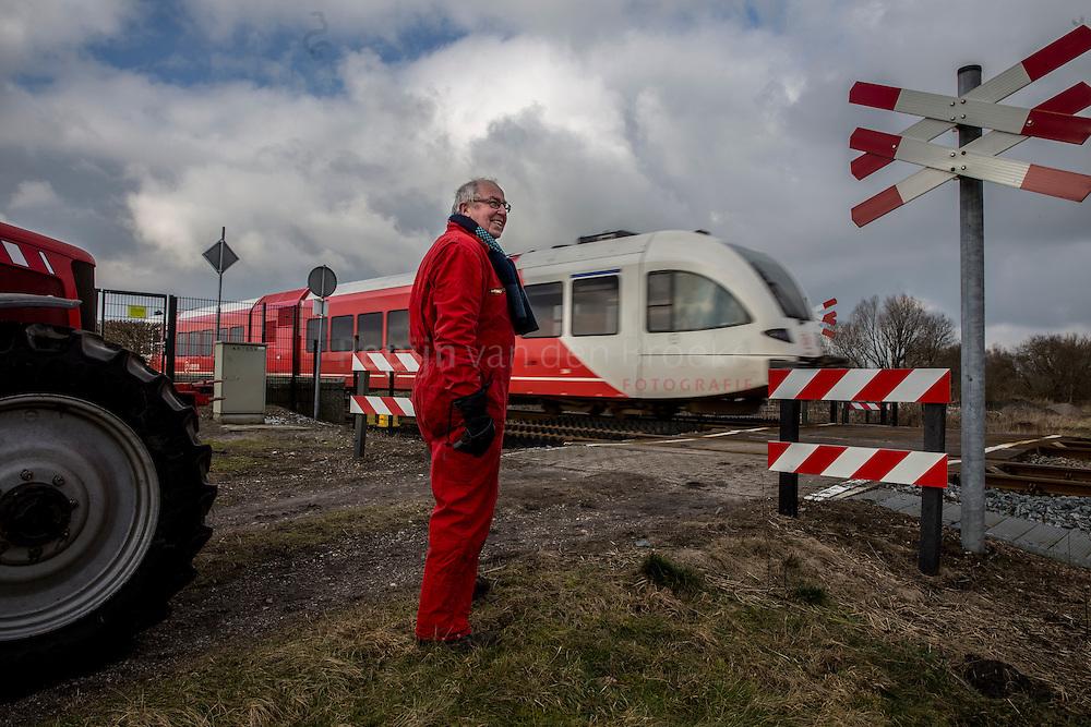 Nederland, Sappemeer 20150205.  Daniel Edzes bij spoorwegovergang. Daniel Edzes ligt in de clinch met ProRail over aanpak van onbewaakte, particuliere spoorwegovergang. foto: pepijn van den broeke