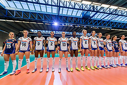 06-04-2017 NED:  CEV U18 Europees Kampioenschap vrouwen dag 5, Arnhem<br /> Nederland verliest met 3-1 van Italie en speelt voor de plaatsen 5-8 / Line up Italie voor het volkslied