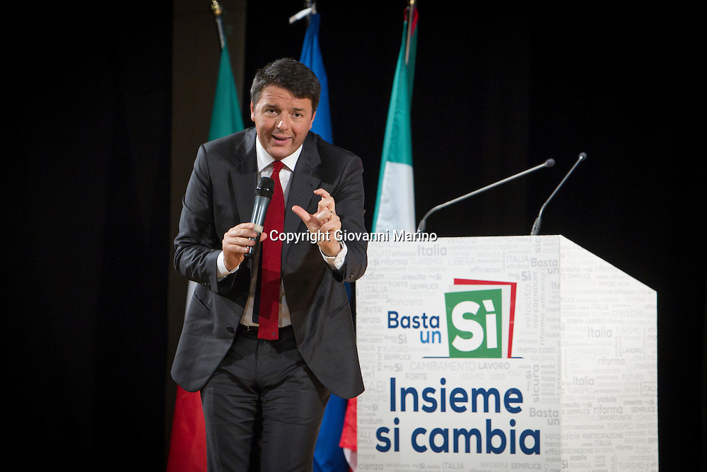 Potenza (PZ) 19.11.2016 - Il premier Matteo Renzi a Potenza per il tour elettorale in vista del Referendum Costituzionale del 4 dicembre. Foto Giovanni Marino