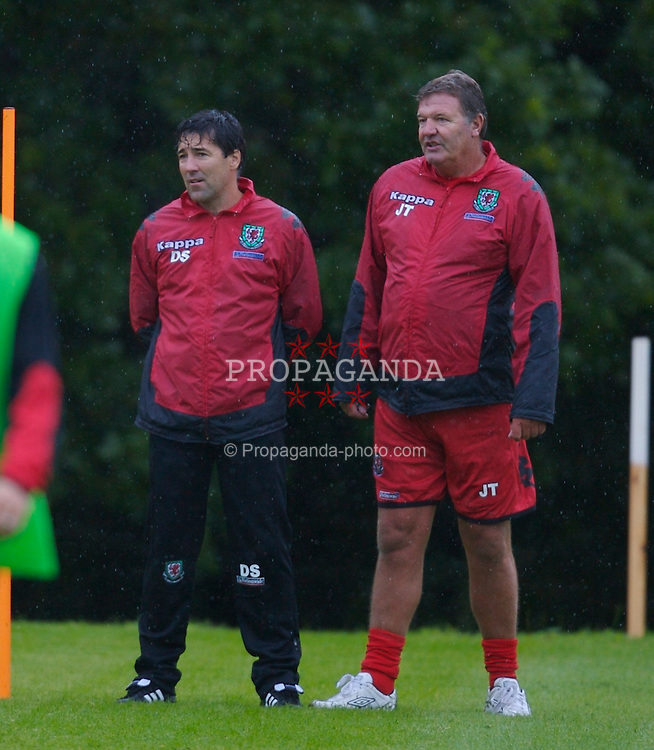 Cardiff, Wales - Monday, August 20, 2007: Wales' head coach John Toshack and assistant Dean Saunders training at the Vale of Glamorgan Hotel ahead of their trip to Borgass to play Bulgaria in a friendly match on Wednesday. (Photo by David Rawcliffe/Propaganda)