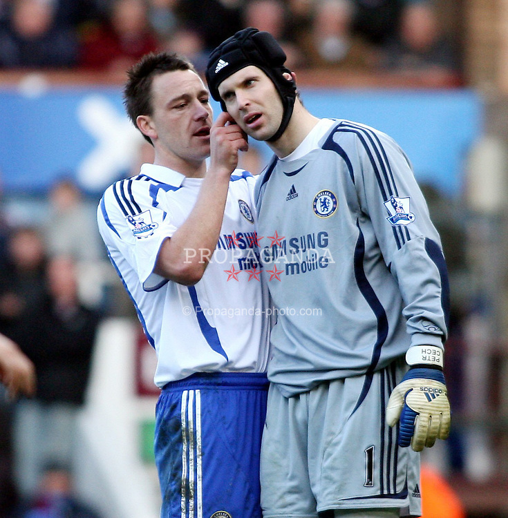 LONDON, ENGLAND - Saturday, March 1st, 2008: Chelsea's John Terry helps out Peter Cech against West Ham during the Barclays Premiership match at Upton Park. (Photo by Chris Ratcliffe/Propaganda)