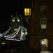 Una vista notturna della riva sud del Tamigi vicino a @TowerBridge, l'ex distretto dell'industria della pelle e dei magazzini per lo stoccaggio delle merci provenienti da tutto il mondo. La recente ristrutturazione ha mantenuto lo stile originale per creare un'atmosfera straordinaria nelle passeggiate serali o una cena deliziosa in uno degli affascinanti ristoranti del quartiere.⁠<br /> ⁠<br /> A night view of the South Bank @Thames near @TowerBridge, the former district of the leather industry and the warehouses for the storage of goods from all over the world. The recent refurbishment has kept the original style to create a stunning atmosphere - ideal for an evening stroll, or a lovely dinner in one of the charming district restaurants.⁠<br /> <br /> #6d, #photooftheday #picoftheday #bestoftheday #instadaily #instagood #follow #followme #nofilter #everydayuk #canon #buenavistaphoto #photojournalism #flaviogilardoni <br /> <br /> #london #uk #greaterlondon #londoncity #centrallondon #cityoflondon #londontaxi #londonuk #visitlondon<br /> <br /> #photo #photography #photooftheday #photos #photographer #photograph #photoofday #streetphoto #photonews #amazingphoto #blackandwhitephoto #dailyphoto #funnyphoto #goodphoto #myphoto #photoftheday #photogalleries #photojournalist #photolibrary #photoreportage #pressphoto #stockphoto #todaysphoto #urbanphoto