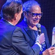 NLD/Amsterdam/20161120 - NPO Radio Ouvre Award 2016, Rob de Nijs met zijn Ouvre Award uitgereikt door Jan Rietman