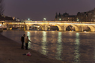 France. Paris. 1st district . The pont Neuf on the Seine river connect rive droite and rive gauche / le pont neuf