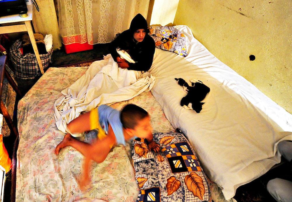 Primaria Sectorului 2 evacueaza o casa din centrul Capitalei ocupata abuziv de 45 de persoane, miercuri, 26 august 2009. BOGDAN MARAN / MEDIAFAX FOTO