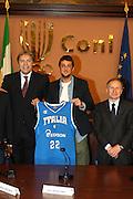 ROMA 12 MAGGIO 2010<br /> BASKET FIP<br /> CONFERENZA STAMPA BELINELLI E CUZZOLIN<br /> NELLA FOTO MENEGHIN BELINELLI PETRUCCI <br /> FOTO CIAMILLO
