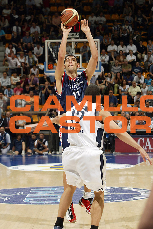 DESCRIZIONE : Bologna Lega A1 2005-06 Play Off Quarti Finale Gara 1 Climamio Fortitudo Bologna Angelico Biella <br /> GIOCATORE : Garri <br /> SQUADRA : Angelico Biella <br /> EVENTO : Campionato Lega A1 2005-2006 Play Off Quarti Finale Gara 1 <br /> GARA : Climamio Fortitudo Bologna Angelico Biella <br /> DATA : 18/05/2006 <br /> CATEGORIA : Tiro <br /> SPORT : Pallacanestro <br /> AUTORE : Agenzia Ciamillo-Castoria/E.Pozzo <br /> Galleria : Lega Basket A1 2005-2006 <br /> Fotonotizia : Bologna Campionato Italiano Lega A1 2005-2006 Play Off Quarti Finale Gara 1 Climamio Fortitudo Bologna Angelico Biella <br /> Predefinita :