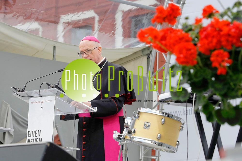 Mannheim. Innenstadt. Katholikentag 2012. Feature Mittwoch.<br /> Marktplatz. Offizielle Er&circ;ffnung.<br /> Bild: Markus Proflwitz / masterpress /