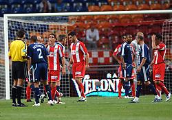 02-08-2007 VOETBAL: LG AMSTERDAM TOURNAMENT: AJAX - ATLETICO MADRID: AMSTERDAM<br /> Ajax  wint met 2-0 van Madrid / Opsttotje tussen John Heitinga en Raul Garcia<br /> &copy;2007-WWW.FOTOHOOGENDOORN.NL