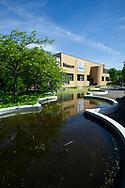 Den Haag. Museon. Het Museon is een populairwetenschappelijk museum in Den Haag met collecties op het gebied van geologie, biologie, geschiedenis, archeologie, natuurkunde, techniek en volkenkunde. Het Museon ligt tussen het Gemeentemuseum en het Omniversum, in het westen van de wijk Zorgvliet. Foto: Gerrit de Heus                                                                  Museon is a museum for science and culture in The Hague, Netherlands. It has collections in the domains of geology, biology, archaeology, history, science and ethnology. Photo: Gerrit de Heus