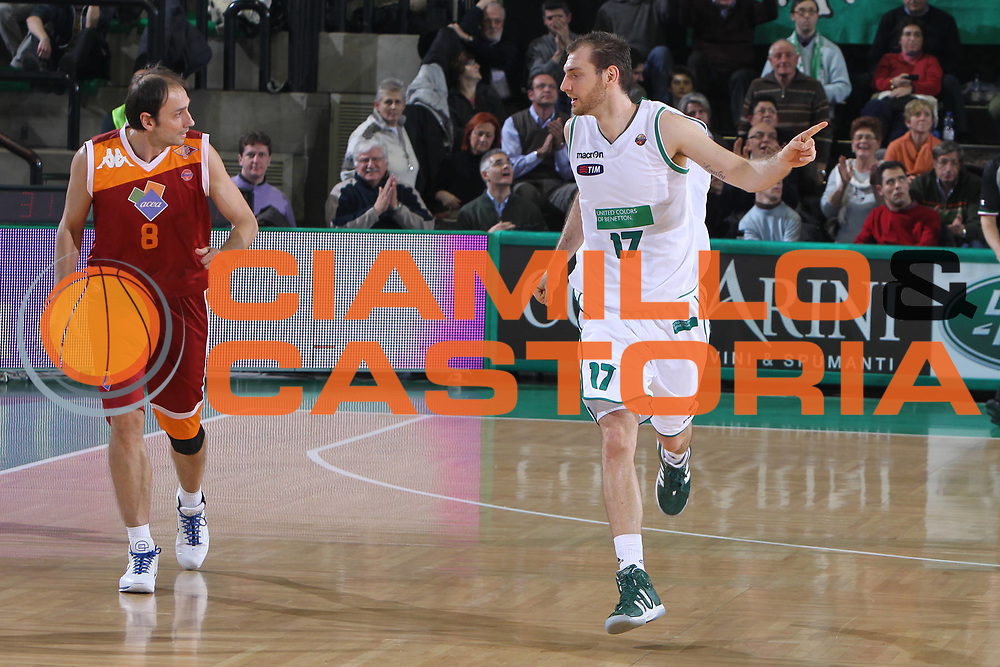 DESCRIZIONE : Treviso Lega A 2011-12 Benetton Treviso Acea Roma<br /> GIOCATORE : Moldoveanu Vlad<br /> SQUADRA : Benetton Treviso Acea Roma<br /> EVENTO : Campionato Lega A 2011-2012 <br /> GARA : Benetton Treviso Acea Roma<br /> DATA : 10/12/2011<br /> CATEGORIA : Esultanza<br /> SPORT : Pallacanestro <br /> AUTORE : Agenzia Ciamillo-Castoria/G.Contessa<br /> Galleria : Lega Basket A 2011-2012 <br /> Fotonotizia : Treviso Lega A 2011-12 Benetton Treviso Acea Roma<br /> Predfinita :