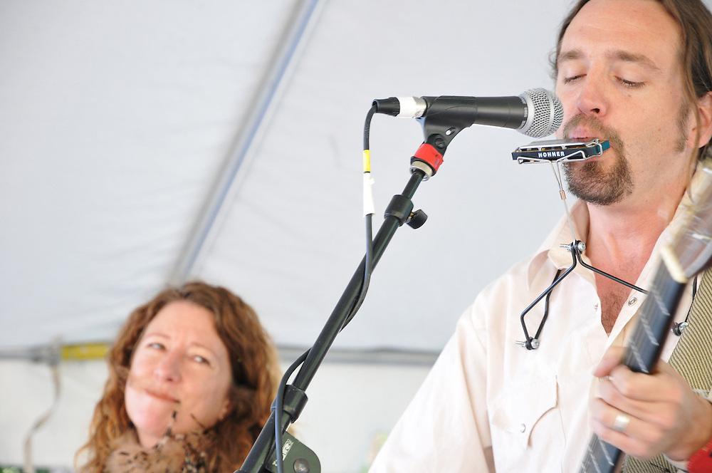 Kate Becker and Stuart Oliver in concert at the 2012 Tucson Folk Festival.