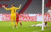 GOAL 2:1 Tor, Jubel gegeben nach Videobeweis v.l. Torwart Kevin Trapp (Frankfurt), Torschuetze Robert Lewandowski (Bayern), Danny da Costa during the Bayern Munich vs Eintracht Frankfurt, German Cup Semi-Final at Allianz Arena, Munich, Germany on 10 June 2020.