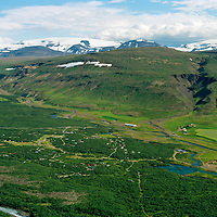 Húsafell séð til suðausturs, Langjökull í bakgruni. Borgarbyggð áður Hálsahreppur / Husafell holiday homes and farm, Langjokull glacier in background. Borgarbyggd former Halsahreppur.