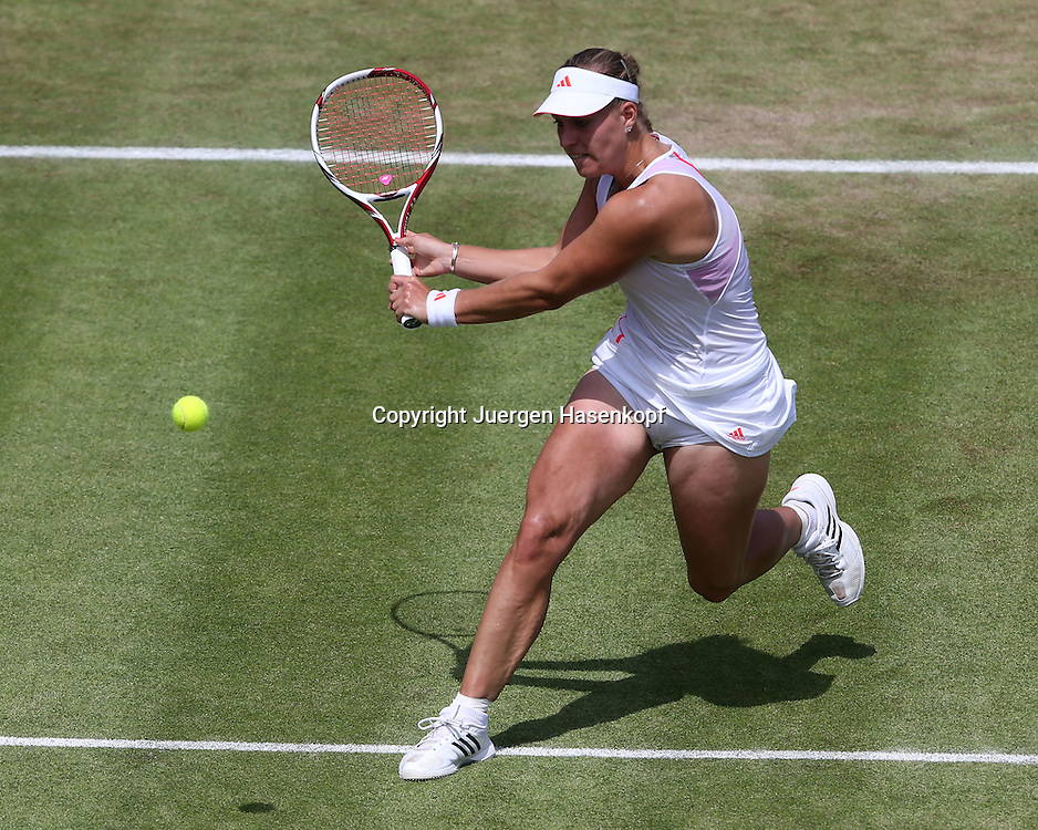 Wimbledon Championships 2012 AELTC,London,.ITF Grand Slam Tennis Tournament,.Angelique Kerber (GER),Aktion,Einzelbild,.Ganzkoerper,Querformat,von oben,
