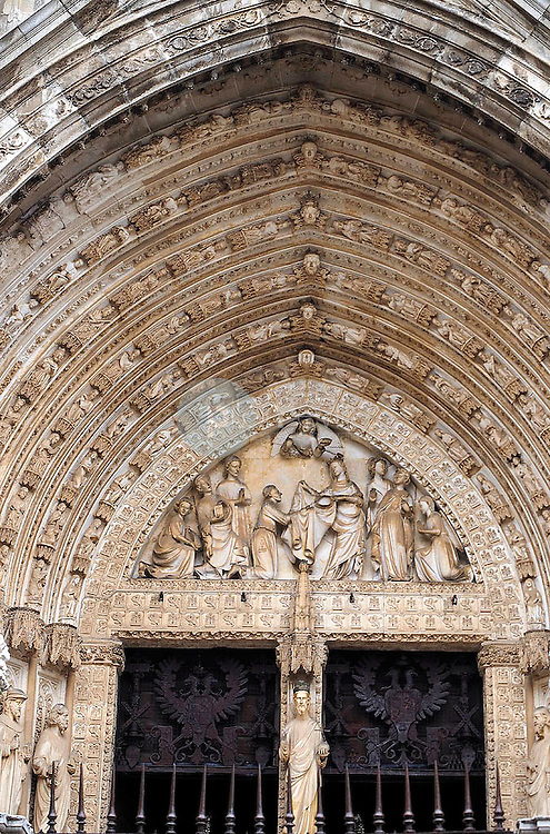 Detalle portico de entrada de la catedral de Toledo. España ©Country Sessions Country Sessions / PILAR REVILLA