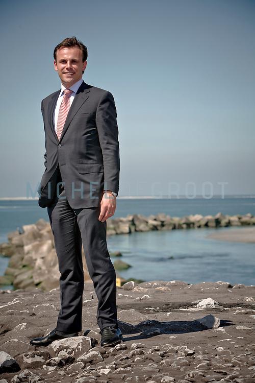 Mark Harbers, voormalig havenwethouder voor de VVD in Rotterdam tegen de achtergrond van de uit het water verrijzende tweede Maasvlakte in Rotterdam, Netherlands op 29 May, 2009. (Photo by Michel de Groot)
