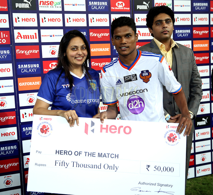 Romeo Fernandes of FC Goa recives Hero of the match award during the presentation of the match 50 of the Hero Indian Super League between Chennaiyin FC and FC Goa held at the Jawaharlal Nehru Stadium, Chennai, India on the 5th December 2014.<br /> <br /> Photo by:  Sandeep Shetty/ ISL/ SPORTZPICS