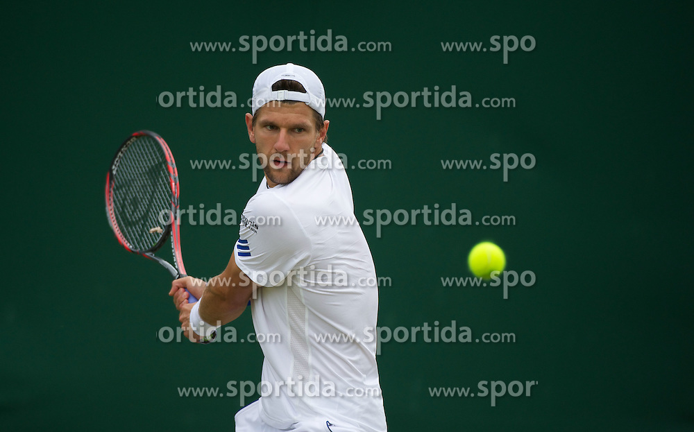 23.06.2011, Wimbledon, London, GBR, Wimbledon Tennis Championships, im Bild Jurgen Melzer (AUT) in action during the Gentlemen's Singles 2nd Round match on day four of the Wimbledon Lawn Tennis Championships at the All England Lawn Tennis and Croquet Club, EXPA Pictures © 2011, PhotoCredit: EXPA/ Propaganda/ *** ATTENTION *** UK OUT!