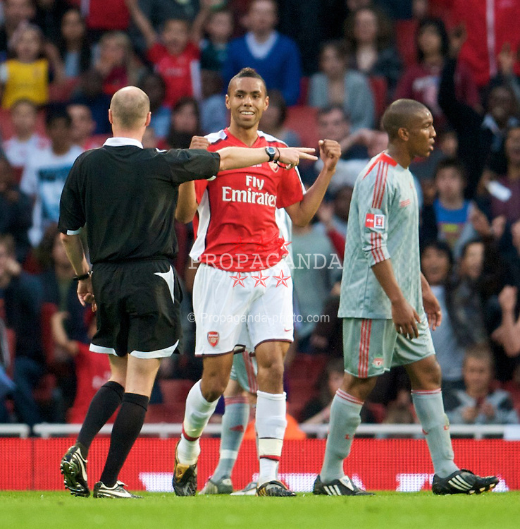 LONDON, ENGLAND - Friday, May 22, 2009: Referee Lee Mason points to the spot to award Arsenal a penalty after Liverpool's Karl Clair fouled Arsenal's Sanchez Watt during the FA Youth Cup Final 1st Leg match at the Emirates Stadium. (Photo by David Rawcliffe/Propaganda)