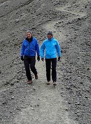 05-07-2014 NED: Iceland Diabetes Challenge dag 1, Landmannalaugar <br /> Vandaag ging de challenge van start. Met een bus gingen we van Vogar naar Landmannalaugar en zagen we de eerste tekenen van het prachtige landschap van IJsland / Edwin, Wim