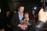 Damian Lewis and Thelma Holt. Almeida 25th Anniversay Gala. Gagosian Gallery, Brittania St. Kings Cross. London. 27 January 2005. ONE TIME USE ONLY - DO NOT ARCHIVE  © Copyright Photograph by Dafydd Jones 66 Stockwell Park Rd. London SW9 0DA Tel 020 7733 0108 www.dafjones.com