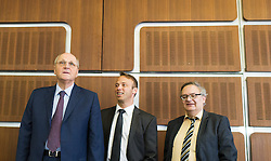 """29.09.2016, Arsenal, Wien, AUT, Gemeinsame Pressekonferenz von WIFO und IHS mit einer Konjunkturprognose für 2016 und 2017, im Bild v.l.n.r. WIFO-Chef Christoph Badelt, WIFO Vize-Chef Marcus Scheiblecker und IHS Arbeitsmarktexperte Helmut Hofer // during press conference """"economic forecast"""" of Austrian Institute of Economic Research and Institute for Advanced Studies in Vienna, Austria on 2016/09/29, EXPA Pictures © 2016, PhotoCredit: EXPA/ Michael Gruber"""