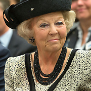 Prinses Beatrix bij viering 200 jaar Commissie van Toezicht op gevangeniswezen in Vergadercentrum Regardz Eenhoorn Amersfoort.<br /> <br /> Princess Beatrix at celebration 200 years Supervisory Committee on Prisons in Conference center Regardz Unicorn Amersfoort.<br /> <br /> Op de foto / On the photo: <br /> <br />  Princes beatrix